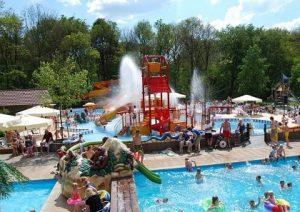 molecaten-vakantiepark-t-Hout-camping-zwembad