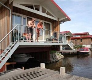 waterpark-zwartkruis-vakantiepark-friesland-bootsteiger