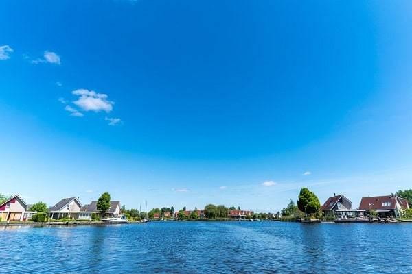 vakantiepark-huis-aan-water-aanlegsteiger-nederland