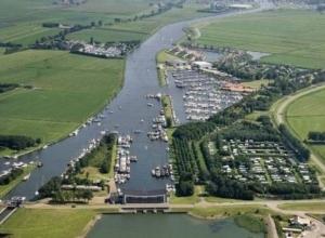 campings-ijsselmeer-friesland-haven-water
